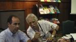 Alfredo Fonticelli e Isidoro Duarte, al fondo, los libros venezolanos donados a la BN