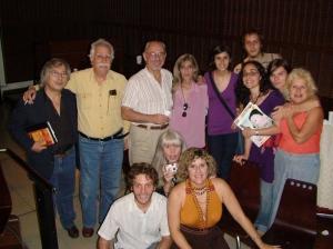 La Librería Mediática comparte con lectores argentinos en diciembre 2008 Centro Cultural de la Cooperación Floreal Gorini, Buenos Aires, y el coordinador de la charla, el poeta Gito Minore