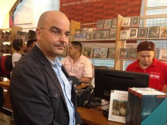 Eduardo Lalo y la novela Simone, de Eduardo Lalo en el stand Ministerio de la Cultura y Librerías del Sur en Feria de CCS Fundarte