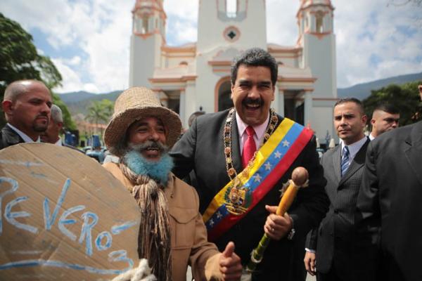 Nicolas-Maduro-y-el-ingreso-de-Reveron-y-Rengifo-al-Panteón